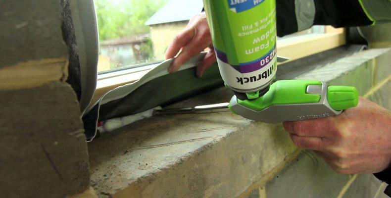 imagen de aplicación de espuma illbruck en ventana exterior | LEMA