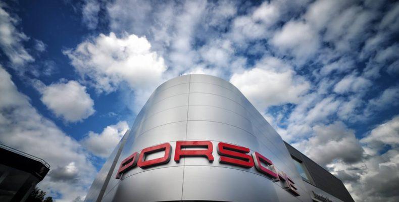 Imagen de las instalaciones de Porsche en Perillo (A Coruña) con composite LEMA STACBOND