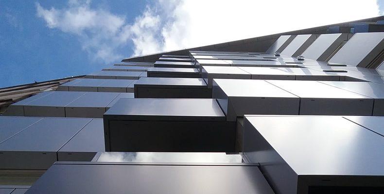 Imagen del edificio en Santiago de Compostela que destaca por su fachada