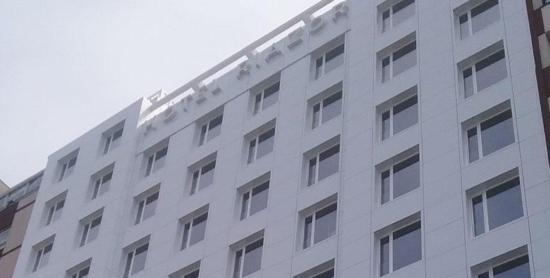 Imagen de la nueva fachada del Hotel Riazor con fachadas ventiladas LEMA STACBOND FR