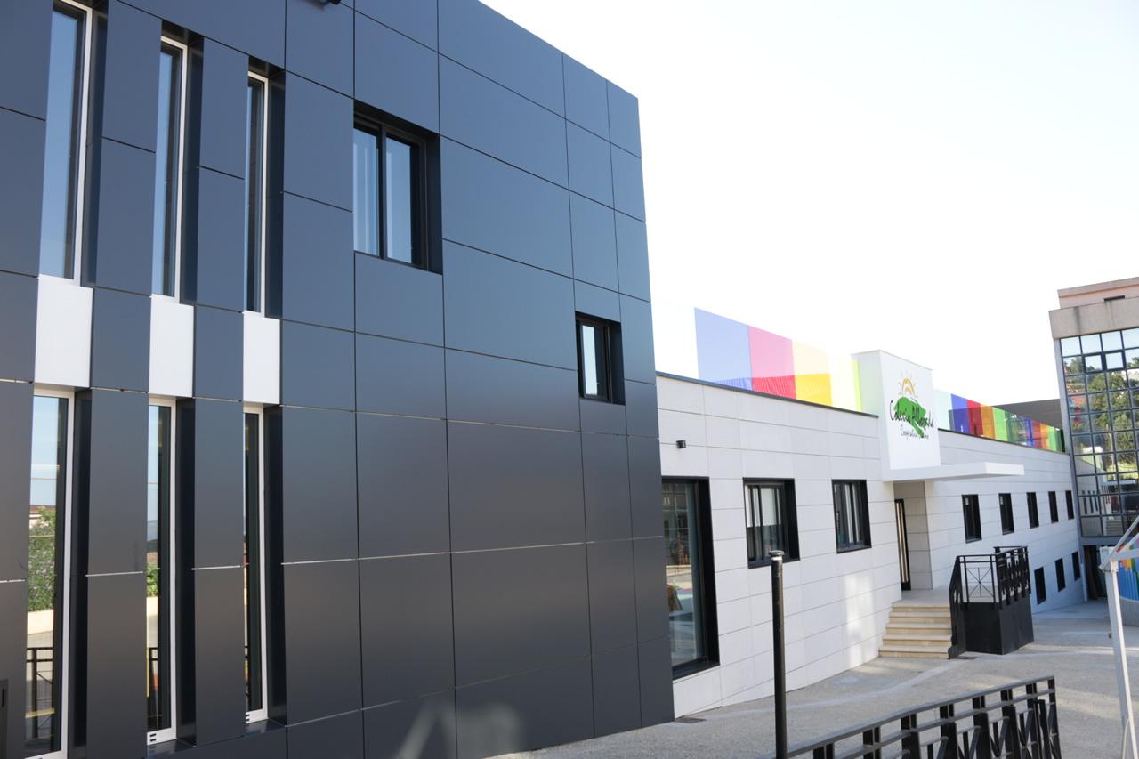 Imagen Colegio Alborada con LEMA STACBOND fachadas