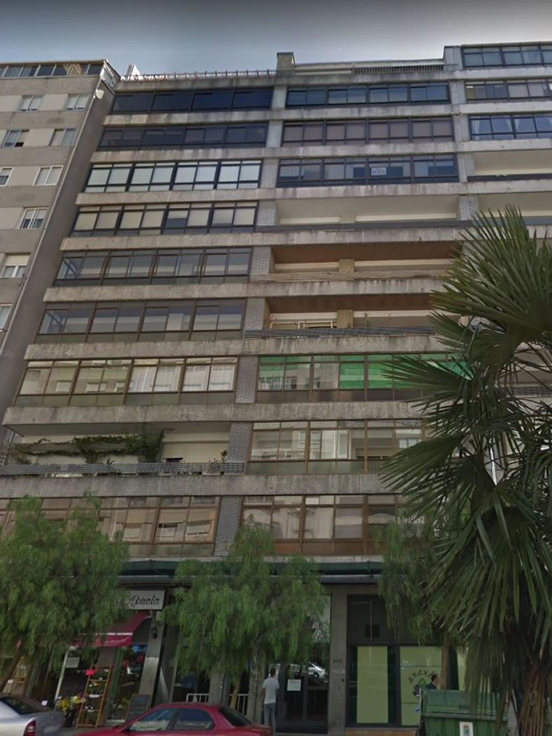 Imagen del edificio antes de la rehabilitación de fachadas en dos colores de las soluciones completas LEMA STACBOND