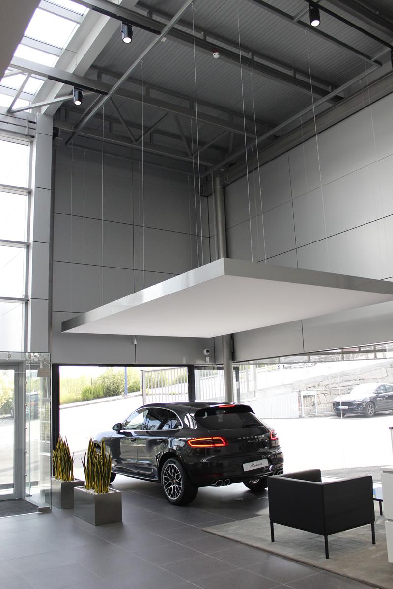 Imagen del nuevo concesionario Porsche de Vigo estrenó sus nuevas instalaciones con fachadas LEMA