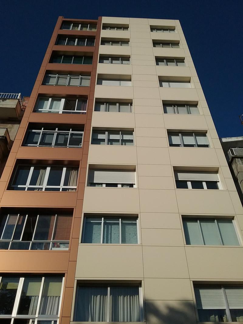 Rehabilitación de fachada en Marín con dos colores LEMA STACBOND