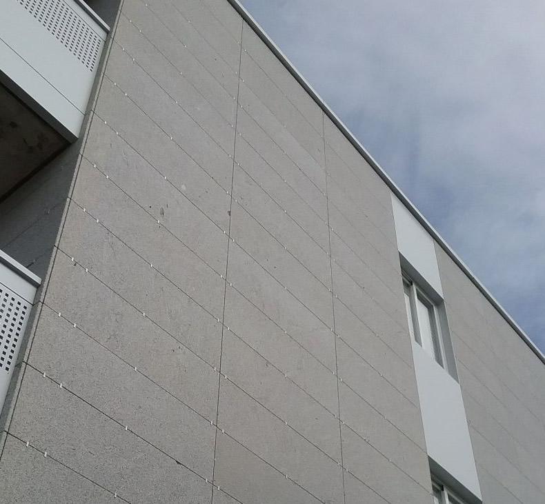 Imagen tercera de soluciones completas LEMA STACBOND para fachadas y balcones en Tui