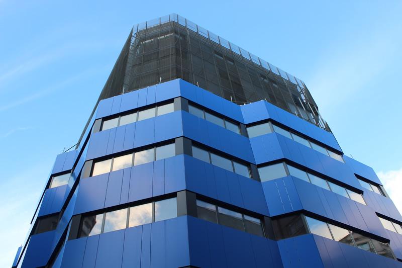 Imagen portada de la obra singular en Pontevedra de fachada ventilada con soluciones LEMA STACBOND