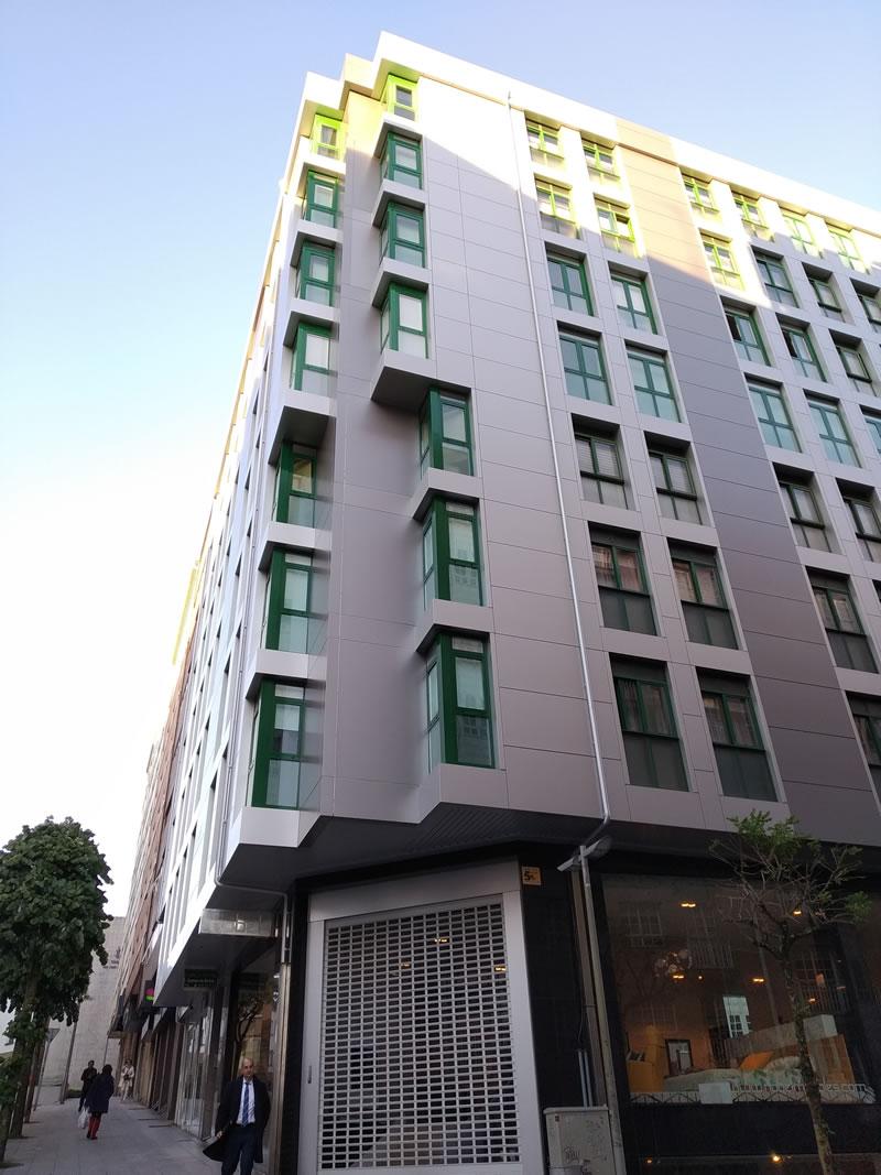 Imagen de detalle de la rehabilitación del edificio en Rúa da Rosa en Santiago