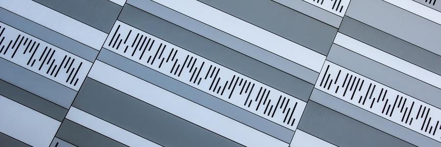 Imagen de detalle de los punzonados de Marineda City en tonos grises LEMA STACBOND
