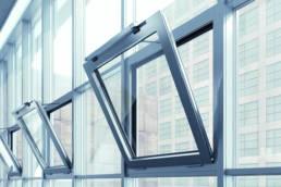 Imagen de ventanas automatizadas con el mecanismo Slimchain de GEZE