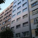 Imagen de las fachadas del edificio en Santiago con Fachadas ligeras - LEMA STACBOND