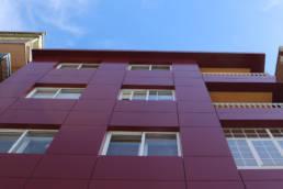 Imagen del artículo colores potentes para edificio de viviendas en A Estrada