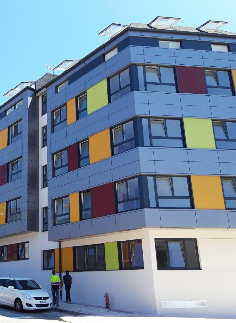 Imagen de revestimiento de fachadas con amplia gama de colores en A Coruña