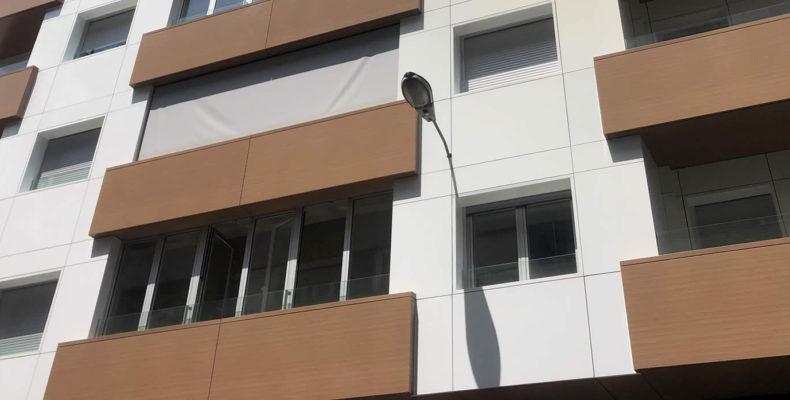 Imagen principal de la fachada ventilada y revestimiento de balcones en Ourense