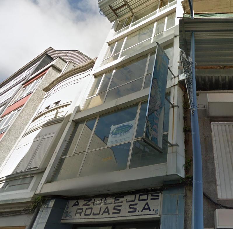 Imagen de la Obra de fachada ventilada con las soluciones LEMA STACBOND con sujeción cuelgue en Carballo