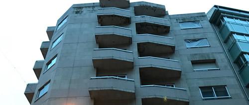 Imagen de este edificio de viviendas de Ourense antes de la obra de rehabilitación