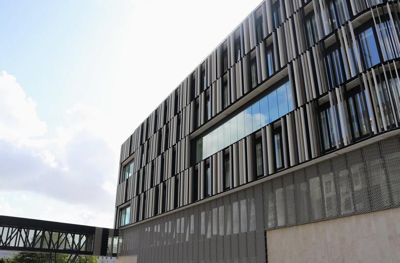 Soluciones para fachada LEMA STACBOND para la construcción de la sede judicial de Pontevedra