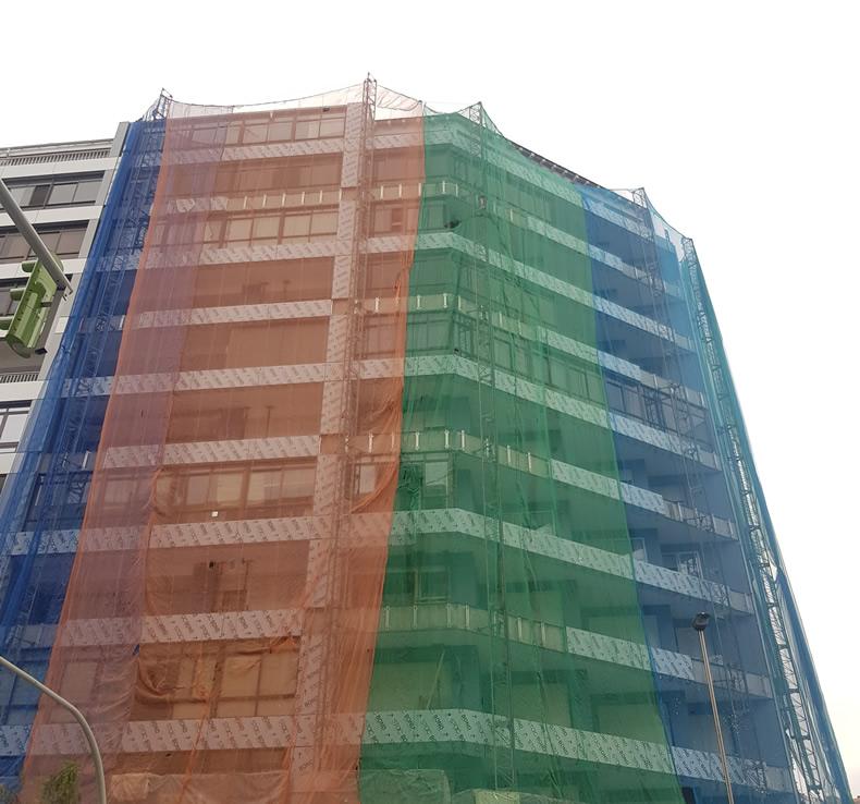 Imagen principal en la fase inicial de la obra de la fachada ventilada en Travesía de Vigo 140 - 142