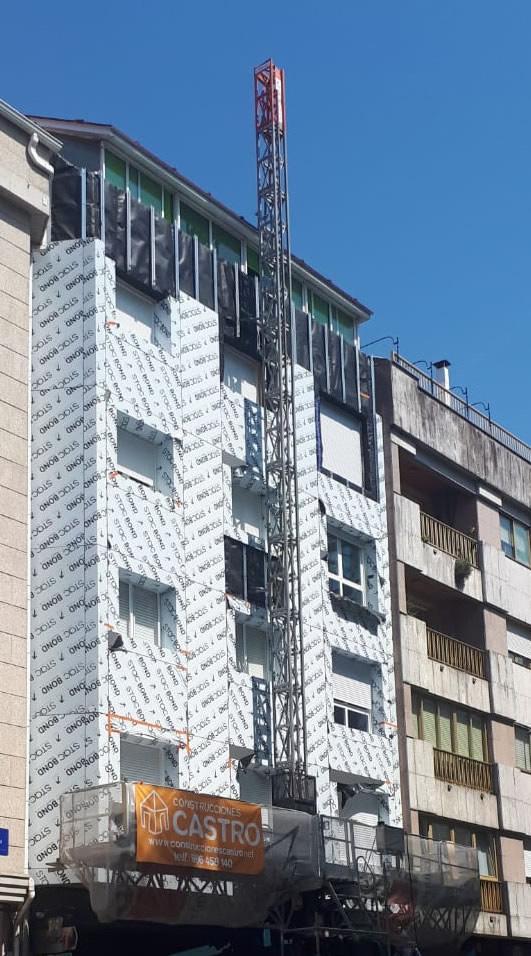 Imagen del inicio de la obra de fachada en edificio de viviendas en Pontevedra
