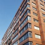 Imagen principal fachada ventilada con cerámico extrusionado LEMA FAVETON en Vigo