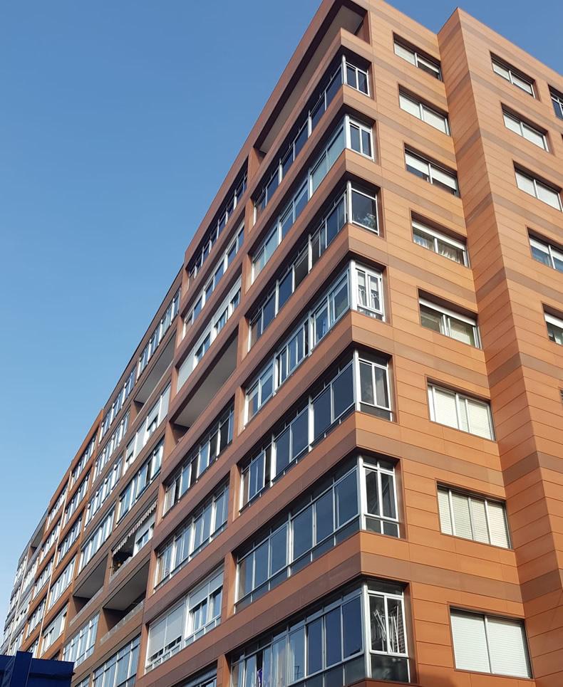 Imagen principal de fachada ventilada con sistema constructivo SAH en cerámico extrusionado LEMA FAVETON en Vigo