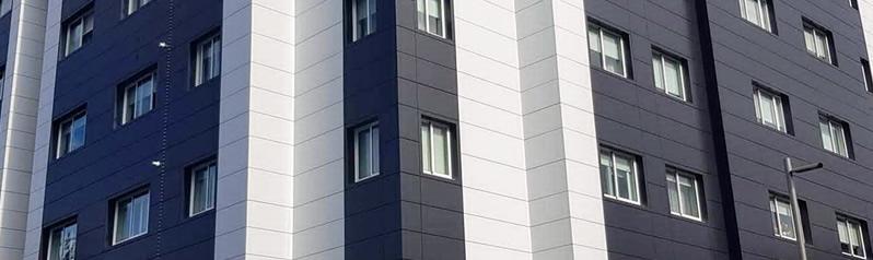 Imagen principal de la obra de fachada ventilada con composite y sujeción STB-CH en A Estrada - Sueirogal
