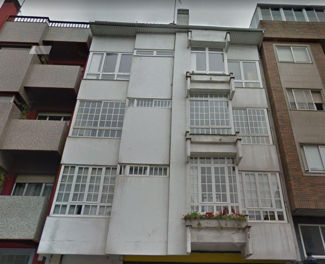 Imagen antes de la rehabilitación de esta fachada ventilada en Lalín, con las soluciones LEMA STACBOND