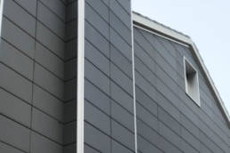 Imagen de cabecera de la Pequeña fachada ventilada con placa cerámica en Marín