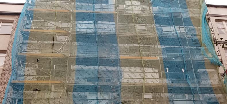 Imagen principal durante la obra sobre la rehabilitación de fachadas con composite en A Coruña