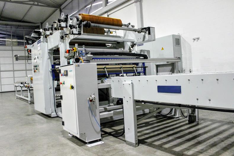 Imagen principal de la línea de foliado dentro de las líneas de producción de Laminados LEMA