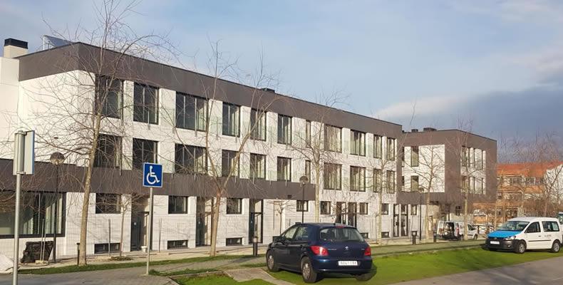 Imagen principal de gran obra de revestimiento de fachadas en Oleiros