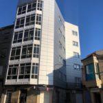 Imagen general de las fachadas ventiladas con múltiples esquinas en Vigo