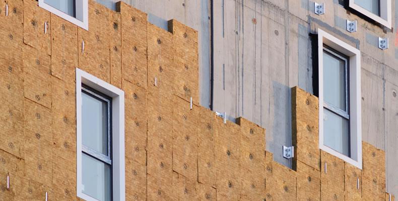 Imagen principal de instalación de Ventirock Duo en fachada ventilada