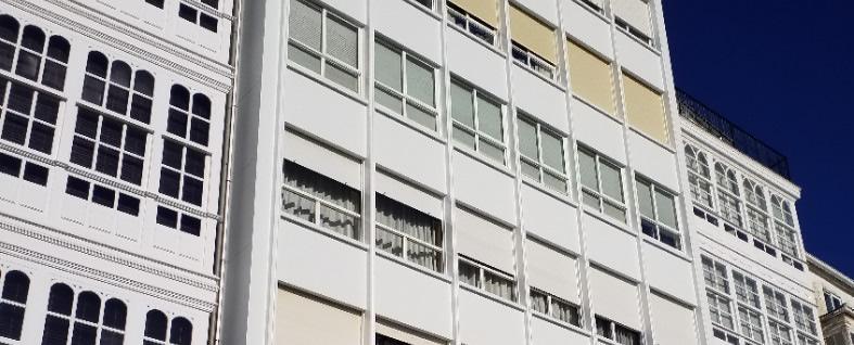 Imagen detalle Brillante fachada con múltiples huecos de ventana