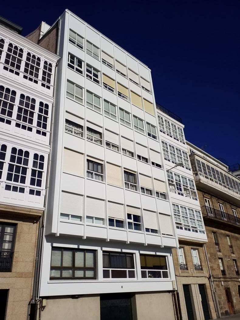 Imagen principal de la noticia Brillante fachada con múltiples huecos de ventanas
