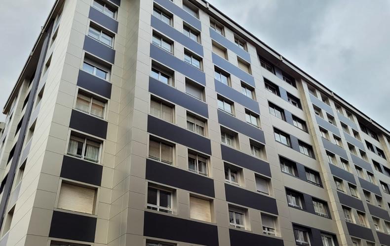 Imagen principal de gran edificio de viviendas en Santiago de Compostela