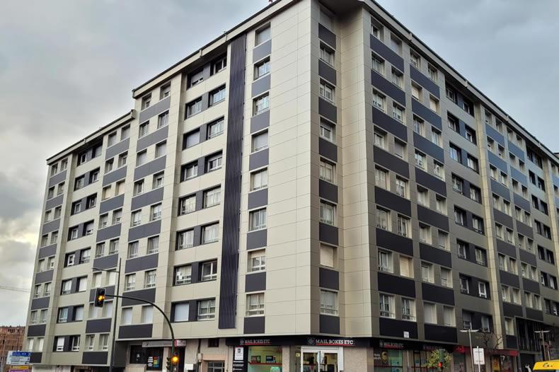 Imagen principal de gran edificio de viviendas en Santiago de Compostela, en la calle Fernando III el Santo