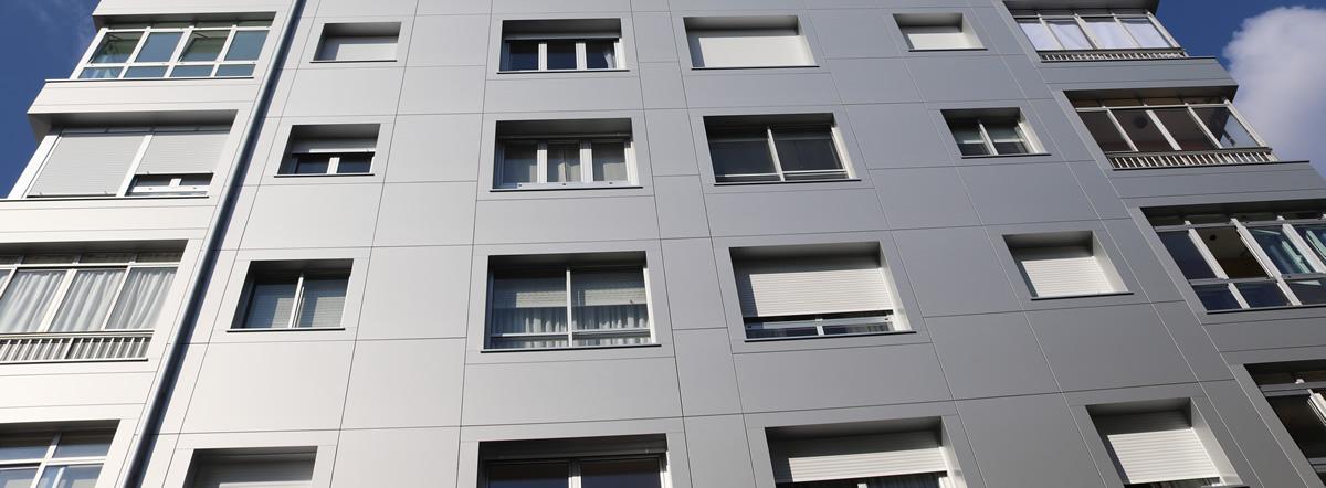 Imagen faldón de la noticia Bloques de viviendas rehabilitados con fachadas LEMA STACBOND