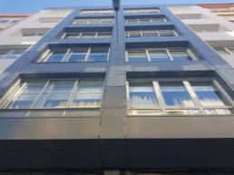 Imagen principal de la noticia Edificio de cinco plantas en A Coruña rehabilitado con fachada ventilada en composite